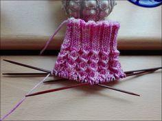 Resori 60 Gesamtmaschen Wolle: Selbstgefärbte Merinowolle Nadeln: 2,5 Größe 39  Bündchen: 10 Runden 3 re/2 li Muster d...