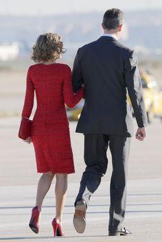 Don Felipe y doña Letizia -cogidos del brazo- se encaminaban al encuentro con los Reyes de Jordania
