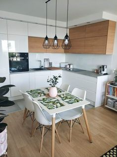 Other setup: kitchen corner with dining area. Plus large dining room? - Other setup: kitchen corner with dining area. Plus large dining room? Home Decor Kitchen, New Kitchen, Kitchen Interior, Home Kitchens, Kitchen Dining, Kitchen Ideas, Kitchen White, Design Kitchen, Kitchen Wood