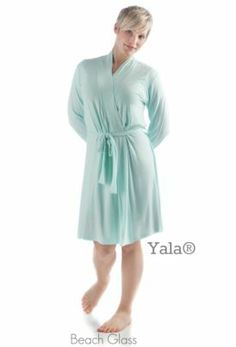 Slide in and out of bed in unparalleled comfort with our Bamboo Dreams® Short Robe. Be enveloped in the softest blend of fabric (95% bamboo, 5% spandex) as you keep yourself warm against the morning or evening chill.