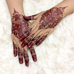 Tidak ada teks alternatif otomatis yang tersedia. Henna Designs Feet, Bridal Henna Designs, Simple Mehndi Designs, Henna Tattoo Designs, Henna Tattoo Foot, Henna Art, Hand Henna, Hand Tattoos, Indian Wedding Henna