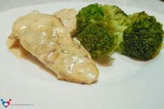 Chicken breast with gorgonzola sauce and broccoli on the side. Full recipe here: http://pacatedulcisarate.ro/piept-de-pui-cu-sos-gorgonzola-si-broccoli/