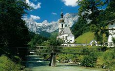 Ramsau - Ein Kleinod in Bayern    Lassen Sie sich doch einmal verzaubern - Ramsau ist dafür der geeignete Ort! Idyllisch gelegen und eingebettet in eine malerische Landschaft zwischen mythischen Bergen, Zauberwald und magischem Hintersee. Naturliebhaber aus aller Welt reisen schon seit Generationen in dieses kleine Dorf, um sich an der atemberaubenden Natur zu erfreuen.