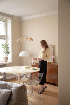 Sisustusstailisti Pinja Forsmanin koti on ihana yhdistelmä design-klassikoita ja kirpparilöytöjä. Good Mood, True Love, Koti, Album, Interior Design, Home Decor, Real Love, Nest Design, Decoration Home