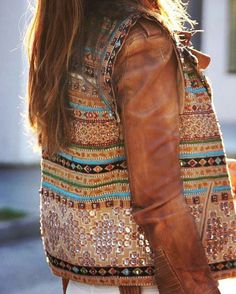 @Regrann from @lot__one__studio -  L A Y E R E D 🔶  @mytenida  #blogger #fashion #gold #cropped #brown #leather #jacket #jewellery #fashionista #boho #sequins #instafashion #hippie #bohemian #native #wanderlust #hippielove #boholife #denim #fabulous #lookoftheday #style #luxury #summer #spring #surfergirl #namaste #black #fringe #leatherbag