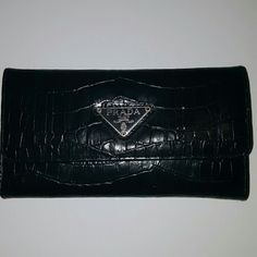 Beautiful Prada wallet Been used a handful of times but still in great condition. These are built to last! Prada Wallet, Prada Bag, Purse Wallet, Fashion Tips, Fashion Design, Fashion Trends, Wallets, Times, Purses