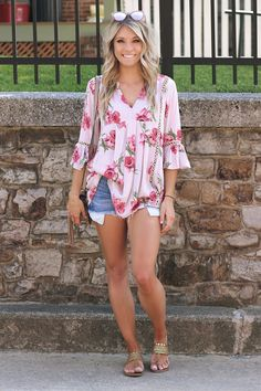 Spring style. Spring and summer outfits. Summer style.  So cute 😁 Love this. My goal shirts 😉