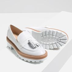 Shop Women's Zara White size 6 Flats & Loafers at a discounted price at Poshmark. Beautiful leather loafers by ZARA. Pretty Shoes, Cute Shoes, Me Too Shoes, Beautiful Shoes, Shoe Wardrobe, Unique Shoes, Loafer Shoes, Women's Shoes, Shoes Men