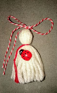 Мартеничка малка с калинка Baba Marta, 8 Martie, Yarn Dolls, Gross Motor Activities, Class Decoration, Hello Spring, Sewing For Kids, Diy And Crafts, Projects To Try