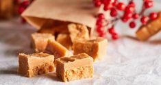 Ez az omlós karamella tökéletes karácsonyi ajándék! | Street Kitchen Apple Pie, Feta, Dairy, Cheese, Christmas, Gifts, Caramel, Xmas, Presents