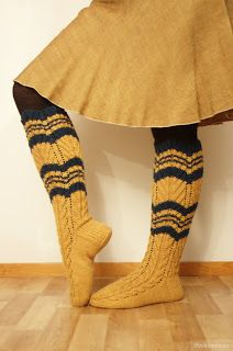 Puuhaneuvos: Hiitolan sukat Wool Socks, Knitting Socks, Hand Knitting, Rainbow Dog, Red Green Yellow, Slouchy Hat, Weaving Patterns, Leg Warmers, Mittens