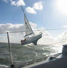 Twitter Yacht Boat, Dinghy, Set Sail, Boat Plans, Wooden Boats, Tall Ships, Boat Building, Water Crafts, Sailing Ships