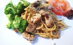 Spaghetti au poulet, ail rôti et tomates séchées au soleil Pasta Recipes, Dinner Recipes, Lunch, Cooking, Breakfast, Ethnic Recipes, Kitchen, Pizza, Twitter