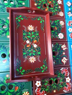Folk Art, Furniture, Home Decor, Brush Strokes, Paintings Of Flowers, Diy, Trays, Painting On Wood, Embroidery