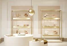 New York - Chloe boutique - by Joseph Dirand Shoe Store Design, Retail Store Design, Retail Shop, Retail Displays, Shop Displays, Window Displays, Boutique Design, Boutique Interior, Design Commercial