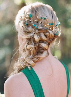 Green Vine Headpiece | Photo by Cassidy Carson Photography | Read more - http://www.100layercake.com/blog/?p=85074