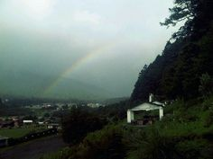 Lluvia, lluvia, arco-iris, vienes y te vas dejando tus recuerdos... La Marquesa