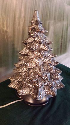 Choinka z makaronu pozłacana - falbanki 20 cm - Her Crochet Ceramic Christmas Tree Lights, Vintage Ceramic Christmas Tree, Christmas Tree Painting, Christmas Tree Design, Christmas Tree Themes, Holiday Themes, Xmas Tree, Christmas Tree Ornaments, Christmas Lights