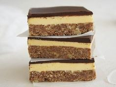 Satisfy your sweet tooth with these deliciously easy no-bake slices. From better-for-you muesli slice to more indulgent Mars Bar slice, there's a slice to suit any taste. Chocolate Slice, Chocolate Treats, Chocolate Recipes, No Bake Slices, Cake Slices, Yummy Treats, Sweet Treats, Easy Slice, Recipes