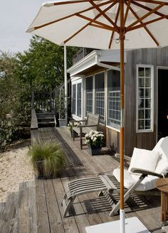 Coastal Style: Casual Outdoor Living - Hamptons Style