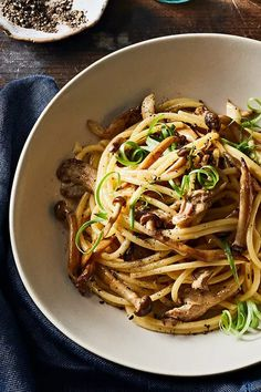 A while back, I worked at Table & Apron, a produce-driven restaurant set in the sleepy suburbs of Kuala Lumpur. During my time there, I fondly remember serving up many super jazzy Asian-influenced… Side Dish Recipes, Asian Recipes, Beef Recipes, Vegetarian Recipes, Healthy Recipes, Pasta Dishes, Food Dishes, Pesco Vegetarian, Mushroom Pasta