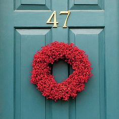 A bold shade of red instantly brings #Christmas cheer to any front door. (Photo: @robbiecaponetto)