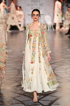 Rahul Mishra at India Couture Week 2019 Pakistani Party Wear Dresses, Designer Party Wear Dresses, Indian Gowns Dresses, Indian Fashion Dresses, Dress Indian Style, Indian Outfits, Pakistani Gowns, Indian Party Wear, Indian Blouse