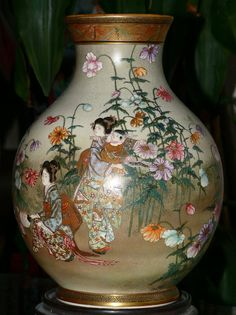Large Beautiful Japanese Satsuma Vase - Kinkozan