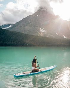 we're on a mission to find gold this weekend 😍🍂💛 what about you? ⠀ PC: Location : Banff National Park Repost board boarding up paddle paddling The Places Youll Go, Places To Go, Sup Girl, Sup Stand Up Paddle, Sup Yoga, Visualisation, Travel Aesthetic, Summer Aesthetic, Summer Bucket Lists