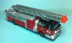 International Hobby corporation mack ladder truck chicago fire department 1/87