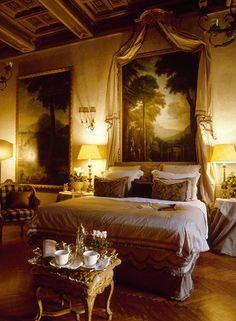 Residenza Napoleone III, luxury Suites located inside the sixteenth century Palazzo Ruspoli, on the legendary Via Condotti Rome near Piazza di Spagna. Dream Bedroom, Home Bedroom, Bedroom Furniture, Master Bedroom, Bedroom Decor, Extra Bedroom, Bedroom Night, Antique Furniture, Master Suite