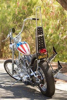 "1951 Harley Davidson FL Super Custom Chopper Better known as ""Captain America"" Easy Rider. Vintage Bikes, Vintage Motorcycles, Honda Motorcycles, Custom Motorcycles, Peter Fonda Easy Rider, Choppers For Sale, Custom Choppers, Harley Davidson Trike, Old School Chopper"