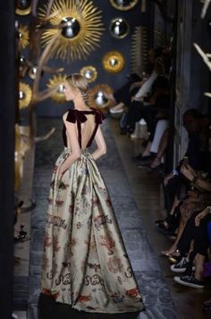 Feeding the bow obsession ~ Valentino, Haute Couture 2014. #love