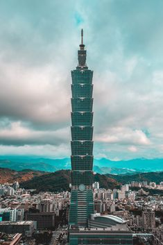 Taipei 101 is a skyscraper in Taipei, Taiwan, it's the former tallest building in the world, holding that honor for 5 years since only surpassed by the current tallest building Burj Khalifa i Amazing Buildings, Amazing Architecture, Modern Architecture, Building Architecture, Taipei 101, Taipei Taiwan, Modern Lodge, Stunning Wallpapers, Tours