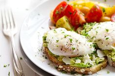 Change up your boring and simple avocado toast with the best avocado toast recipes ever! These 18 life-changing ways to eat avocado toast will improve everything. Dash Diet Recipes, Egg Recipes, Real Food Recipes, Cooking Recipes, Recipies, Breakfast And Brunch, Breakfast Recipes, Breakfast Ideas, Avocado Breakfast