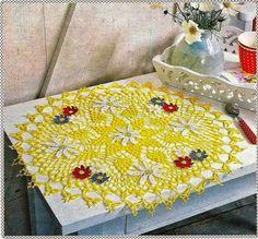 Háčkování a umění: žlutá podložka s květinami