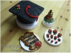 Sugar paste souvenirs for a graduate student...