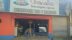 """Los hechos en el Paseo Lázaro Cárdenas; de acuerdo con el dueño del restaurante """"Tortas ahogadas Guanatos"""", todo parece indicar que al parecer su negocio fue robado y le prendieron ..."""