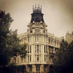Madrid ---> San Francisco Ferry, Notre Dame, Madrid, Architecture, Building, Instagram Posts, Travel, Arquitetura, Viajes