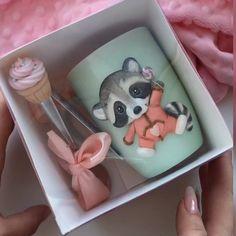 Cute mug gift idea Cute Birthday Gift, Birthday Gifts For Best Friend, Birthday Diy, Cute Polymer Clay, Polymer Clay Dolls, Polymer Clay Crafts, Cadeau Baby Shower, Fun Crafts, Diy And Crafts