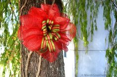 Party Ideas by Mardi Gras Outlet: DIY Christmas Bow Video: Double Bow with Deco Mesh Diy Christmas Ribbon, Christmas Mesh Wreaths, Prim Christmas, Christmas Decorations, Winter Wreaths, Christmas Flowers, Spring Wreaths, Summer Wreath, Burlap Bubble Wreath