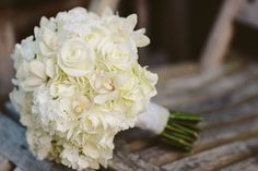 15 of our Favorite Cream and White Wedding Bouquets | The SnapKnot Blog | Medcalf Photography