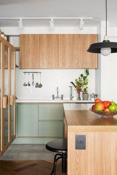 Tons pastéis: 70 ideias para te inspirar a decorar ambientes (FOTOS) Kitchen Dinning, Kitchen Sets, Home Decor Kitchen, Interior Design Kitchen, Home Kitchens, Kitchen Tools, Modern Kitchens, Kitchen Gadgets, Green Kitchen