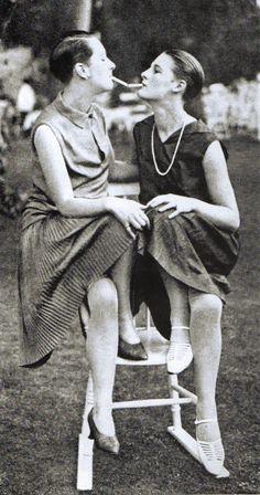 Berlin, Die Neue Frau, Zwei Garconne, um 1927.
