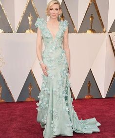 Ohhhh this colour makes me excited for spring! #seafoam #cateblanchett #oscars2016