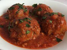 Kuchcik gotuje: Klopsiki z pieczarkami w sosie pomidorowym