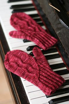 Free Knitting Pattern - Adult Gloves & Mittens: Ambroso Mittens