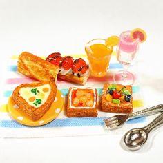 新作✨『ピクニックセット』完成‼️ ハートのシチューパイがお気に入り 今日の夜メルカリに出品予定です〜 #ハンドメイド #樹脂粘土 #ミニチュア #パン #手作り #リーメント #食品サンプル #miniature #miniaturefood  #dollhouse  #handmade  #japan  #kawaii