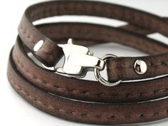 Easy to wear 316L Stainless Steel Clasp Flat Leather Bracelet
