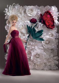 Бумажные цветы. Панно для свадебной фотосессии. Идея: журнал Веддинг Украина Фотограф: Константин Мохнач Автор работы: студия Mio Gallery